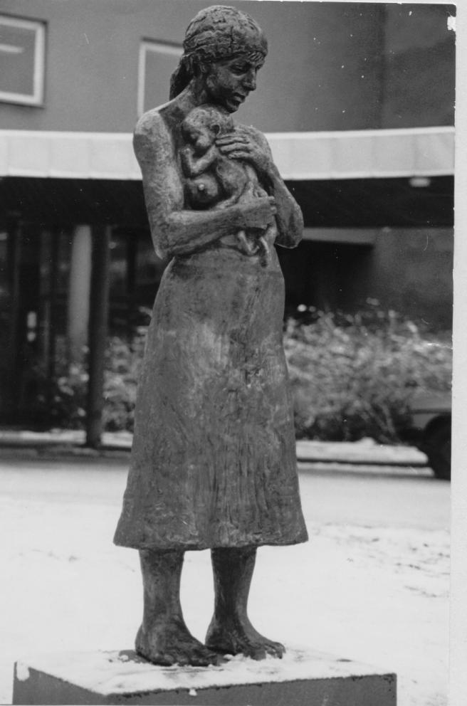 Skulpturen Mor med Barn